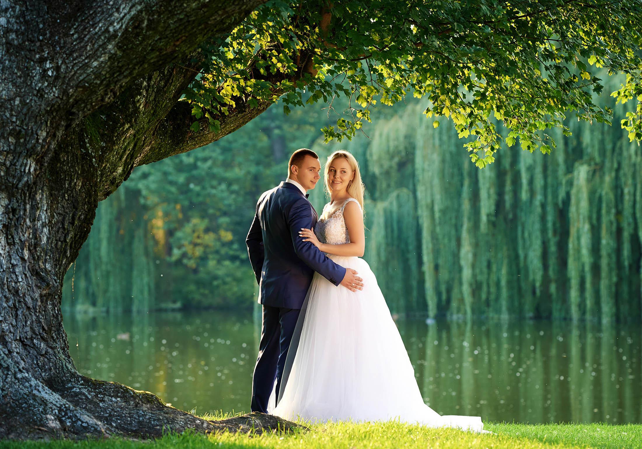Zdjęcia ślubne, emocjonalne spojrzenia – Patrycja i Maciej